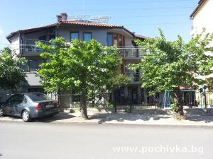 Семеен хотел Ния, Черноморец