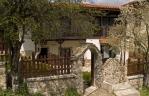 Къща с чешмата